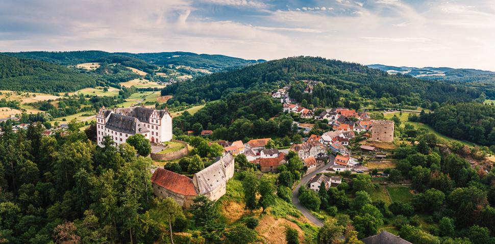 Luftbild Schloss Lichtenberg in Fischbachtal